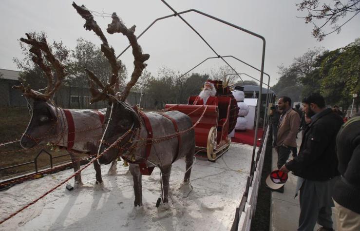 pakistan-christmas_d4c7d5ac-c853-11e6-9f83-7f3d2f12db63